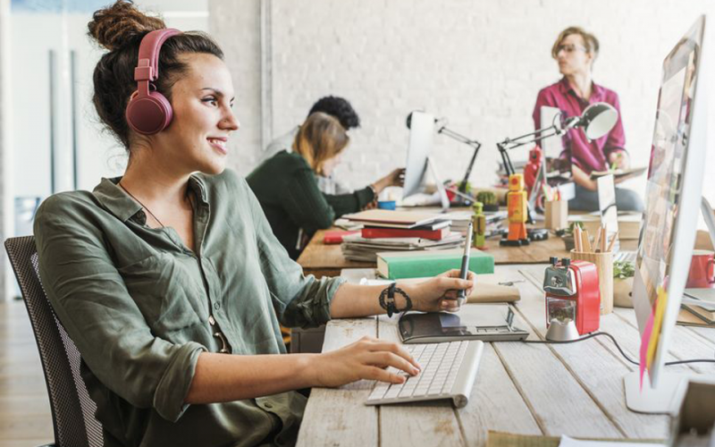 Benefits of Listening to Music While Working